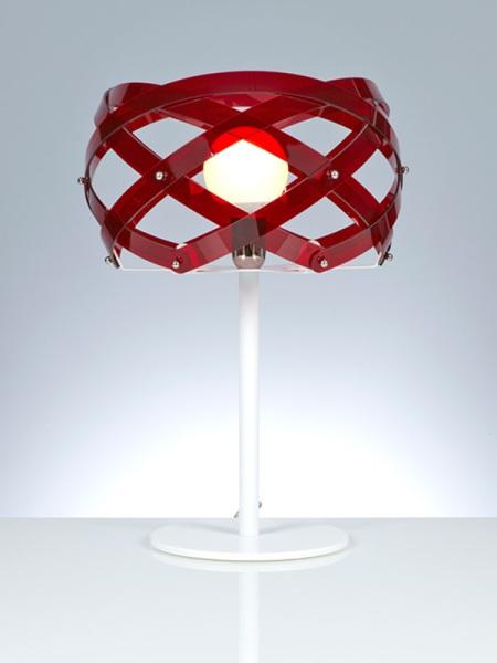 lampada-da-tavolo-con-paralume-in-metacrilato-rosso